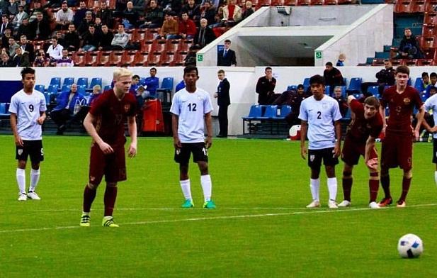Русские футболисты разгромили команду Индии впервом матче Мемориала Гранаткина